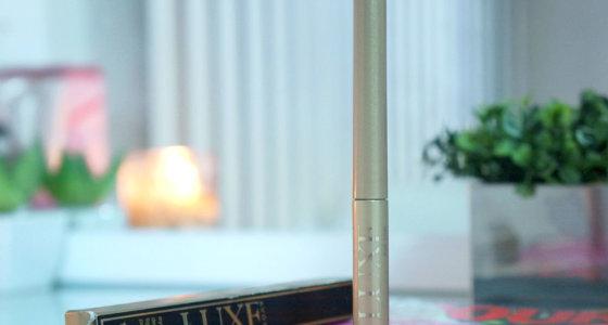 Delineador líquido diamante negro | linha luxe Avon