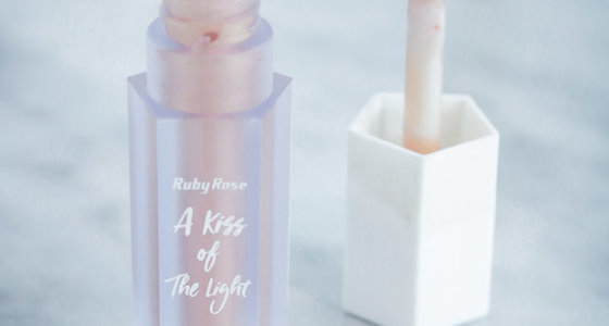 Iluminador líquido A Kiss of the light – Ruby Rose